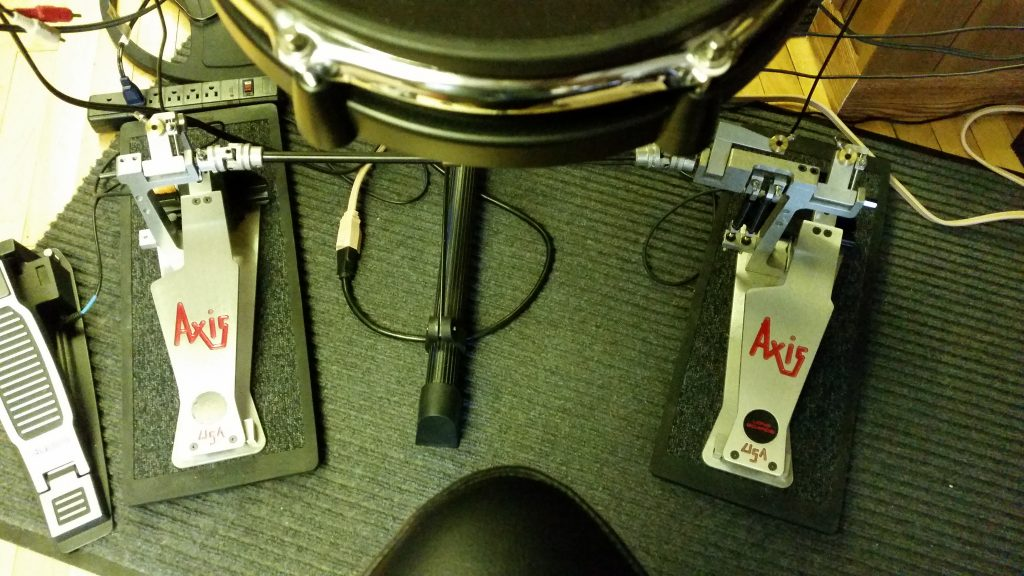 Axis AL-2 pedals on isolation pads